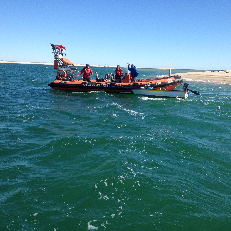 Estação Salva vidas do ISN resgata cidadão em embarcação à  #0668C5 2448 2448